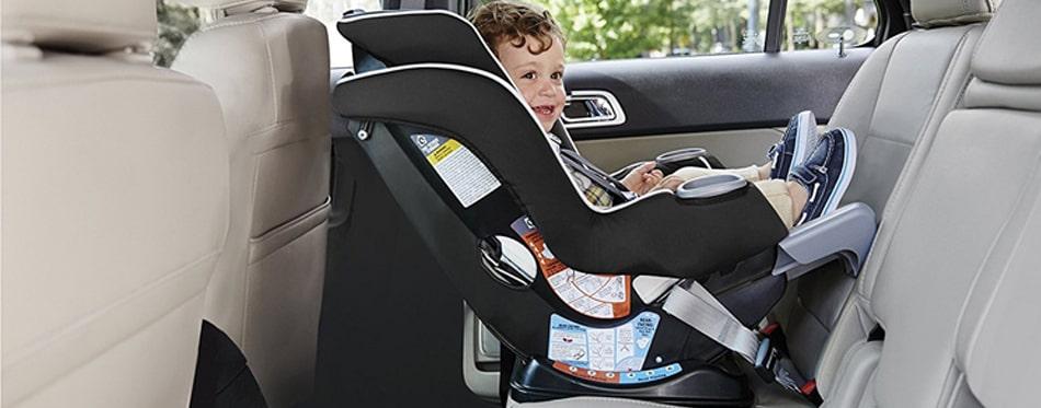 Ghế trẻ em trên ô tô