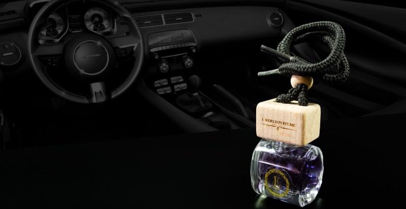 nước hoa treo trên xe ô tô